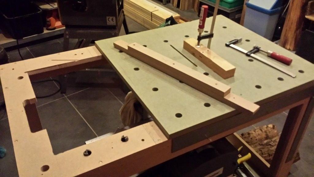 table polyvalente et serre joint maison par vic66 sur l. Black Bedroom Furniture Sets. Home Design Ideas