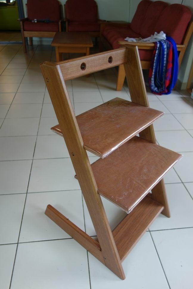 Enfant L'air Par Fourests Bois Chaise Sur Du OkZPTXiu