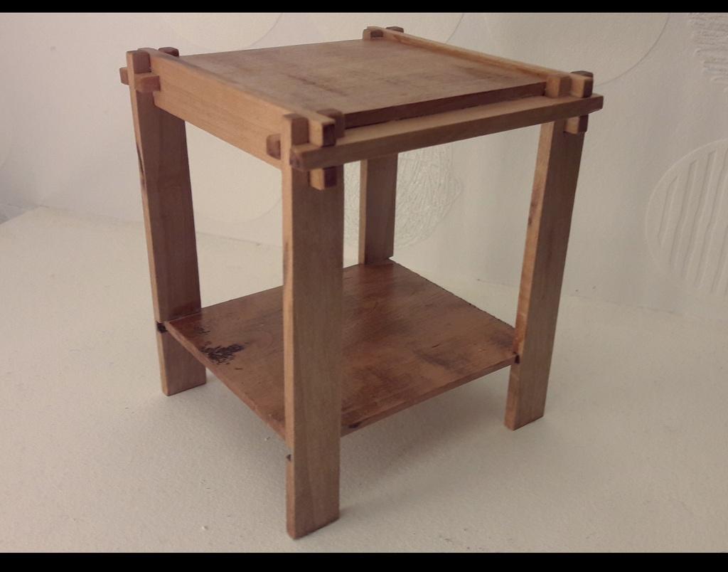 petite table de nuit made in toutenbois par zorro sur l. Black Bedroom Furniture Sets. Home Design Ideas