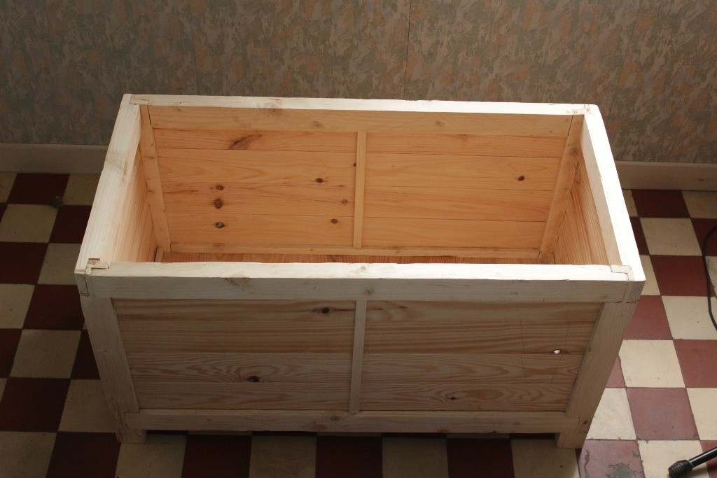 coffre pour ranger du bois par torfine sur l 39 air du bois. Black Bedroom Furniture Sets. Home Design Ideas