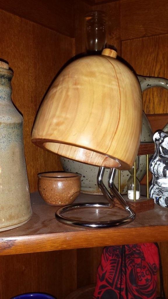petite future lampe de chevet par guigz sur l 39 air du bois. Black Bedroom Furniture Sets. Home Design Ideas