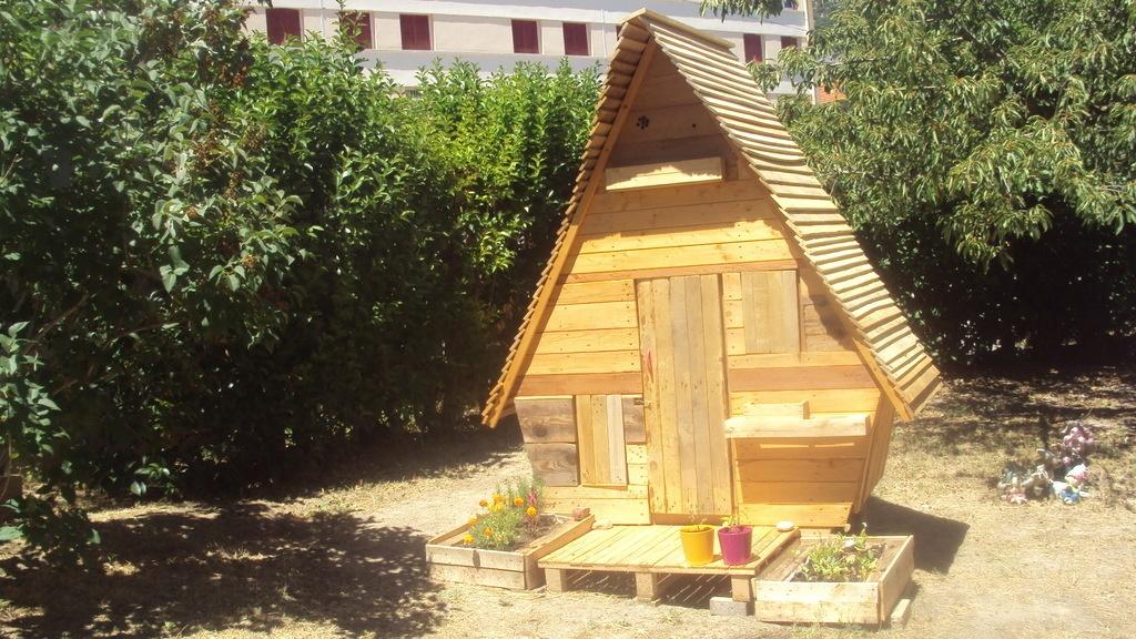 la cabane de emy par jeffb sur l 39 air du bois. Black Bedroom Furniture Sets. Home Design Ideas
