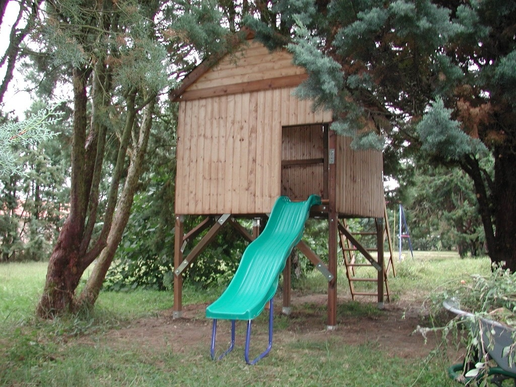 cabane pour enfants sur pilotis par flem 31 sur l 39 air du bois. Black Bedroom Furniture Sets. Home Design Ideas