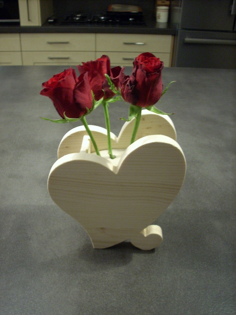 D co bois pour saint valentin par bricoconseil sur l 39 air for Decoration porte st valentin