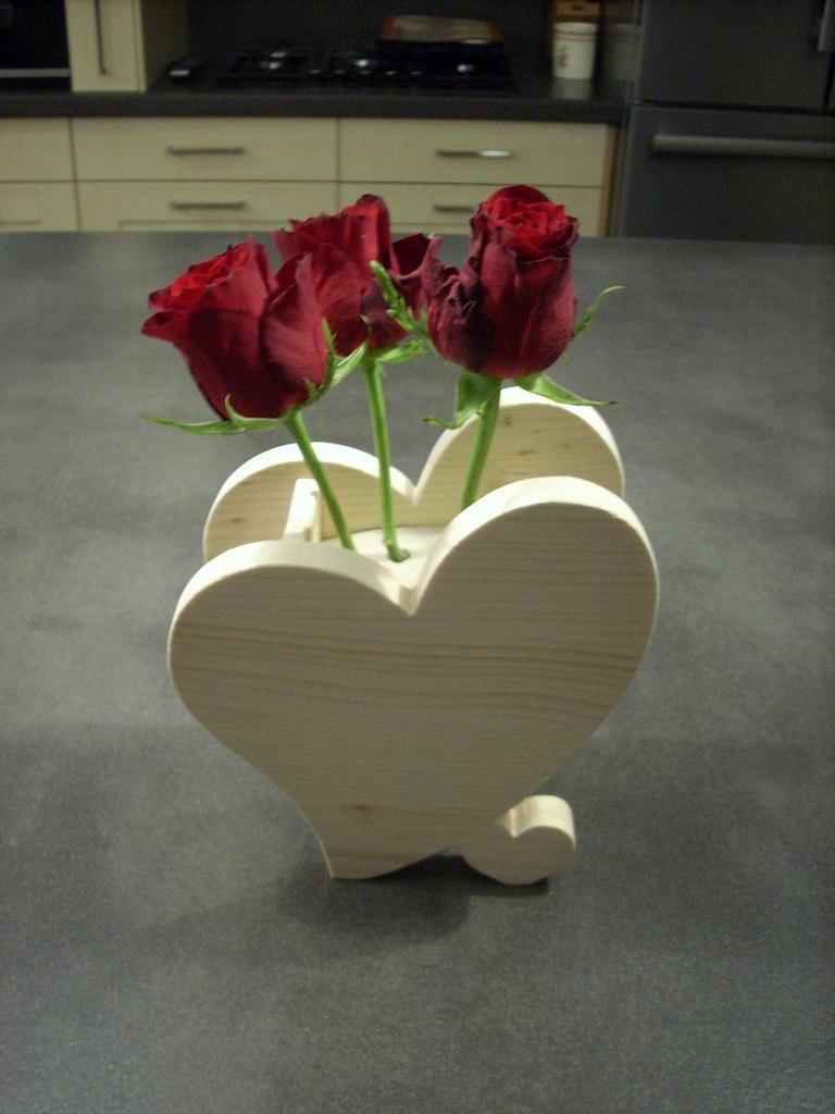D co bois pour saint valentin par bricoconseil sur l 39 air for Decoration porte st valentin