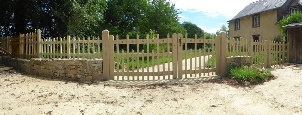 Ensemble portail, portillons et clôtures en châtaignier par ...