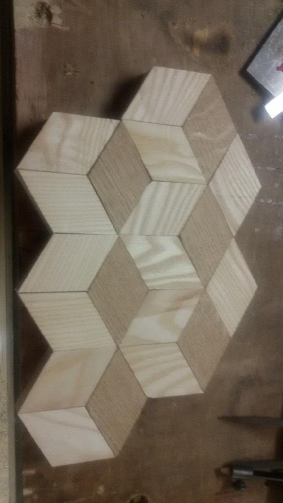 Assemblage Bois Hexagone : ai eu envie de me lancer a en faire une pour recycler mes chutes qui