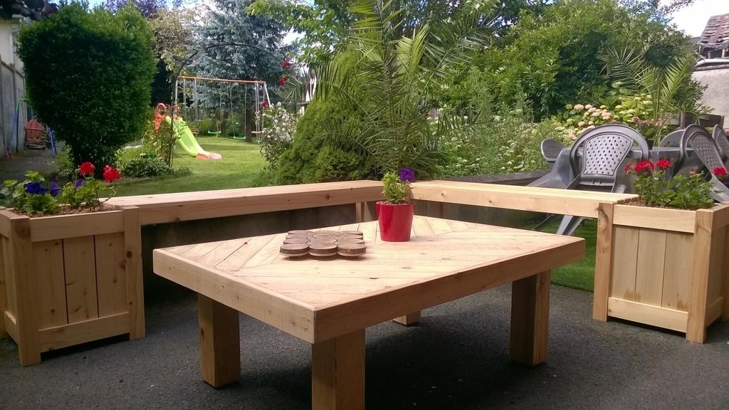 table et banc jardin