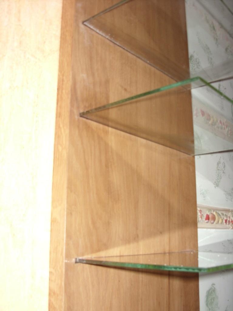 tablette en verre par riquet18x4 sur l 39 air du bois. Black Bedroom Furniture Sets. Home Design Ideas