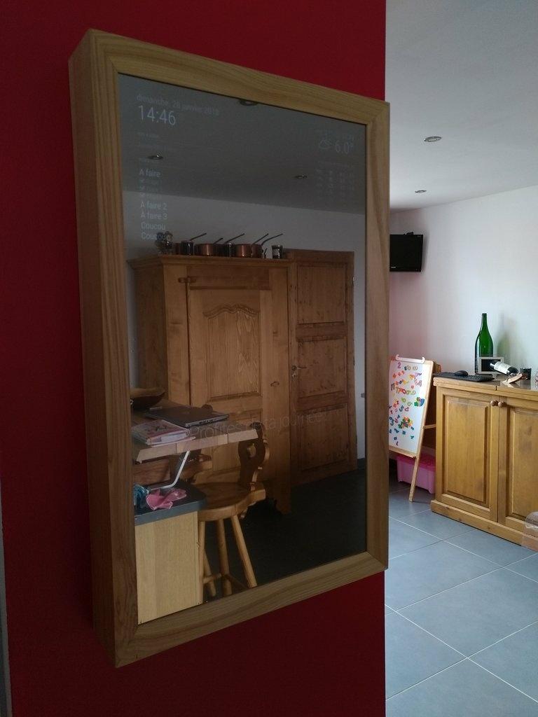 un miroir connect par nico38 sur l 39 air du bois. Black Bedroom Furniture Sets. Home Design Ideas
