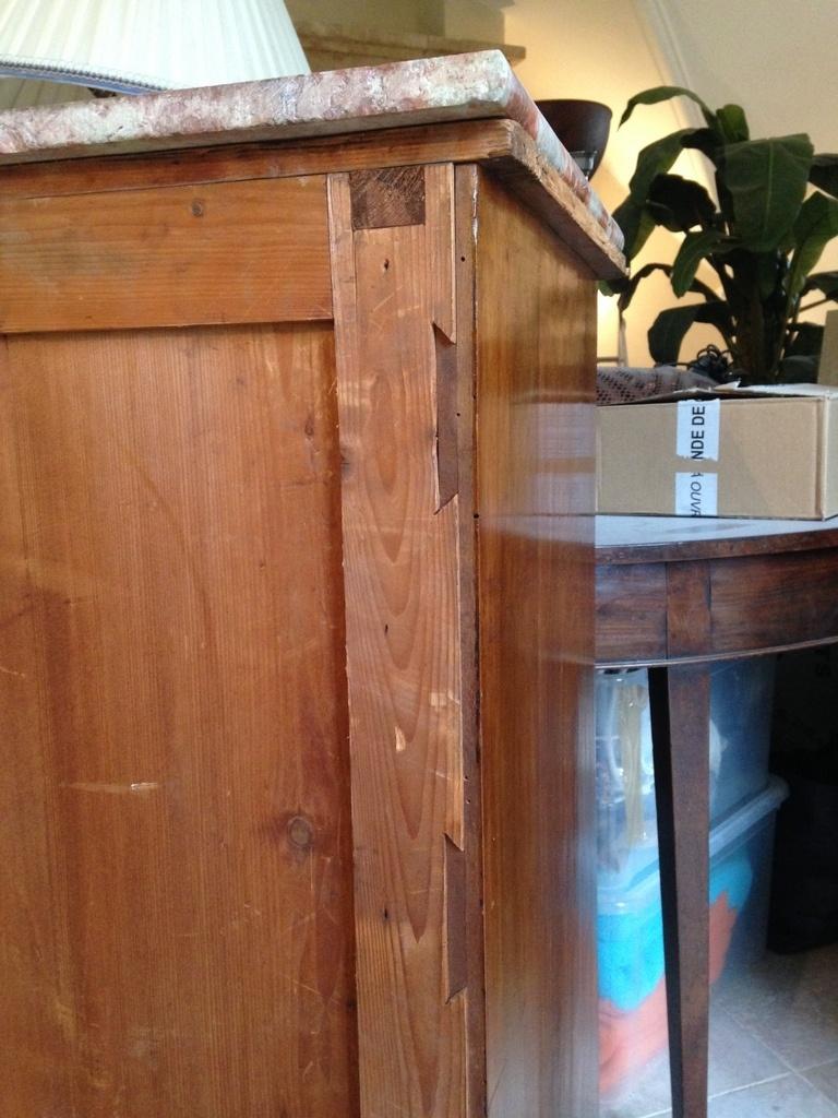 Habiller L Arrière D Un Meuble un détail intéressant relevé au dos d'un meuble trouvé par