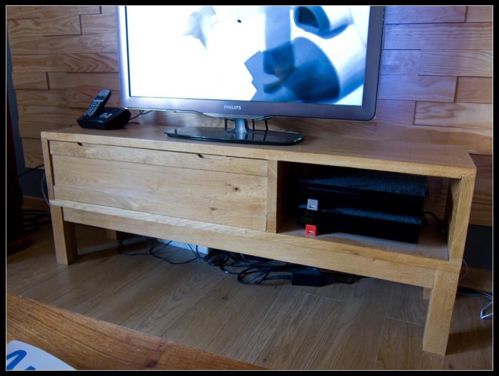 meuble banc tv ch ne massif par kaiser38 sur l 39 air du bois. Black Bedroom Furniture Sets. Home Design Ideas