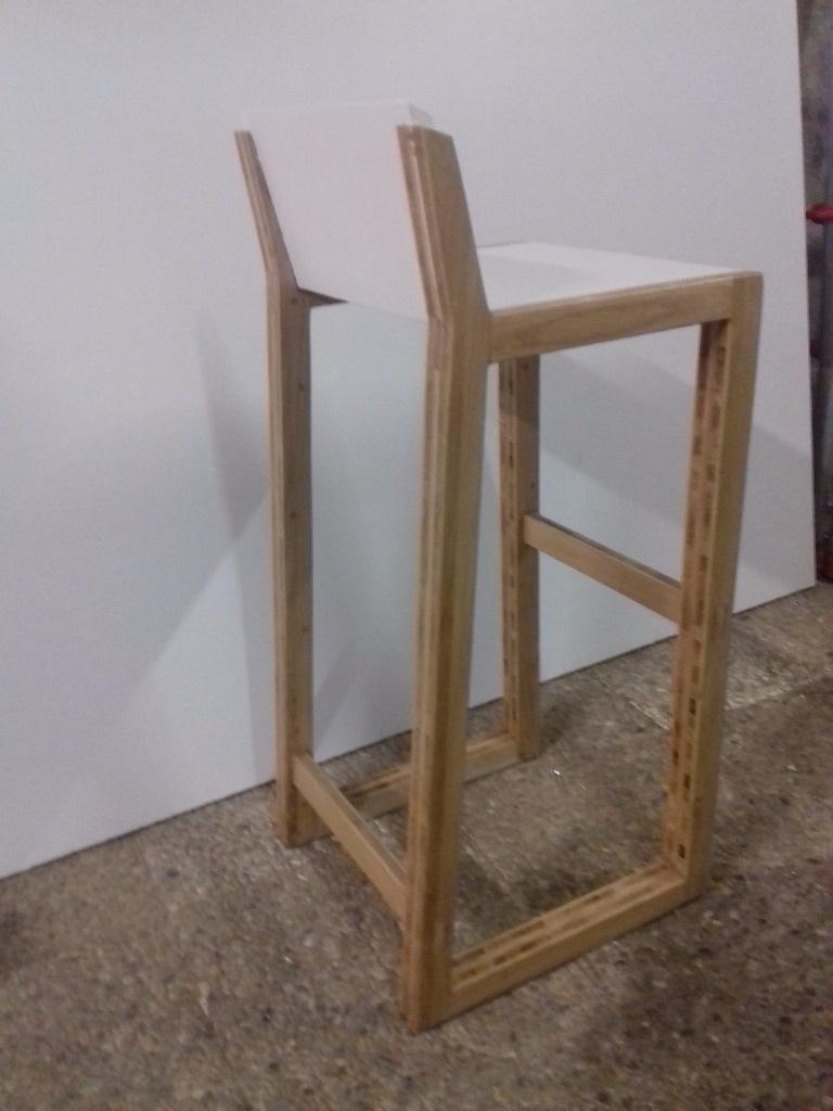 chaise de bar par slick sur l 39 air du bois. Black Bedroom Furniture Sets. Home Design Ideas