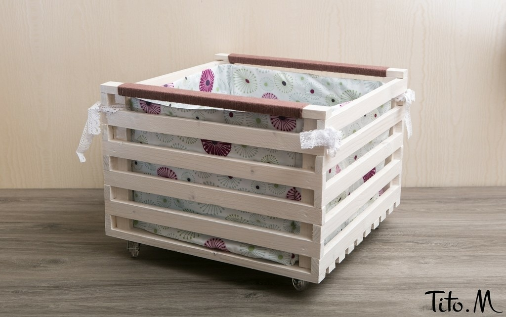 grande caisse de rangement avec sac coton et roulettes par titom sur l 39 air du bois. Black Bedroom Furniture Sets. Home Design Ideas
