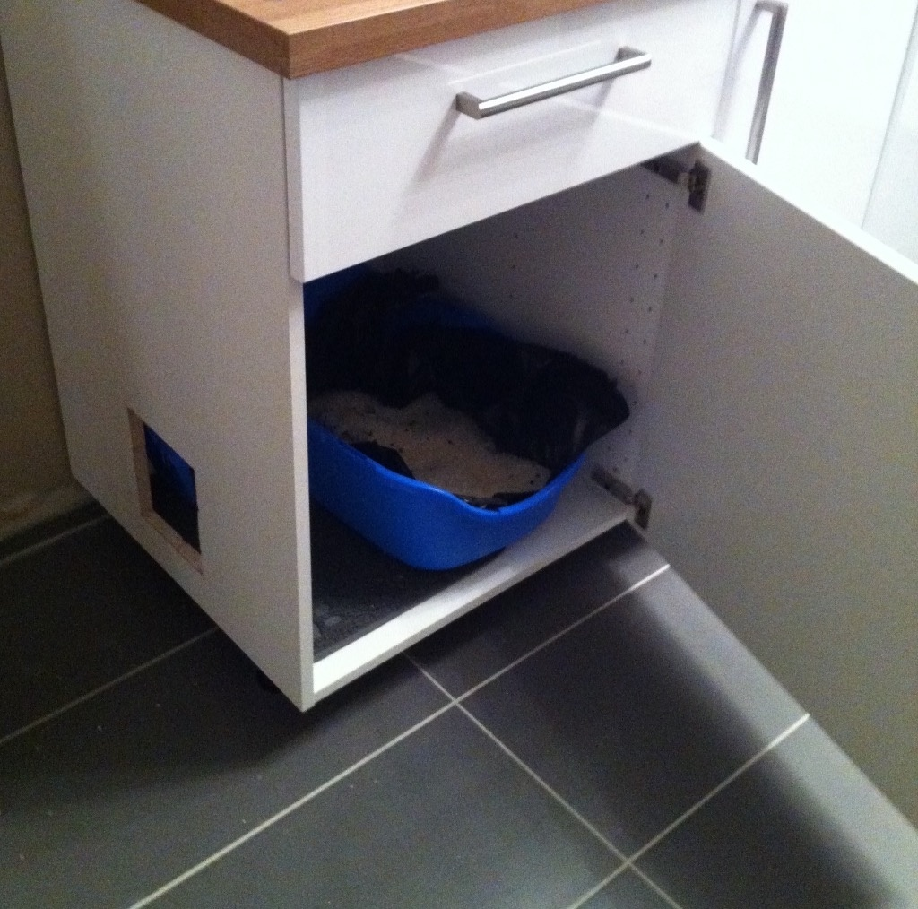 Meuble de toilette pour chat par flereuil sur l 39 air du bois for Meuble sur toilette