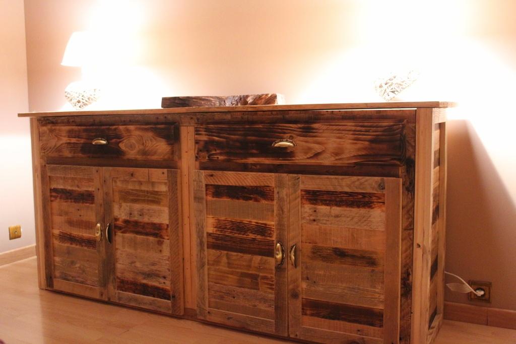commode de chambre en bois de palette par drags sur l 39 air du bois. Black Bedroom Furniture Sets. Home Design Ideas