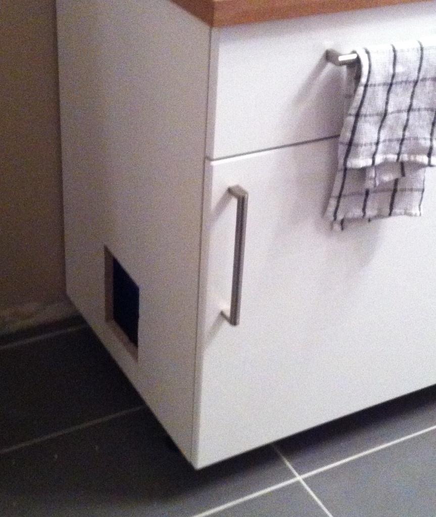 Meuble de toilette pour chat par flereuil sur l 39 air du bois for Meuble litiere chat
