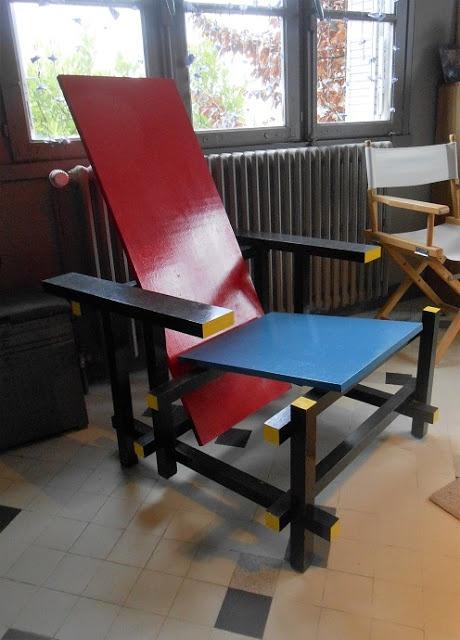 chaise bleue et rouge de gerrit rietveld par kentaro sur l 39 air du bois. Black Bedroom Furniture Sets. Home Design Ideas