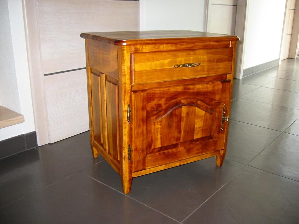 Petit meuble de rangement par Jacky KILLIAN sur L'Air du Bois