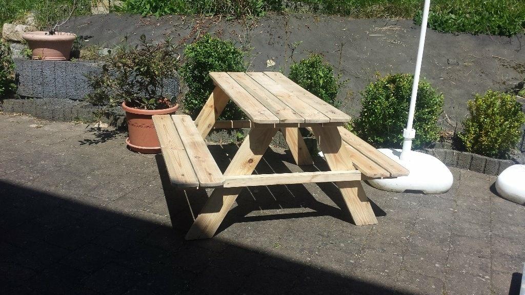 Restauration d\'une vieille petite table de jardin par Vic66 ...