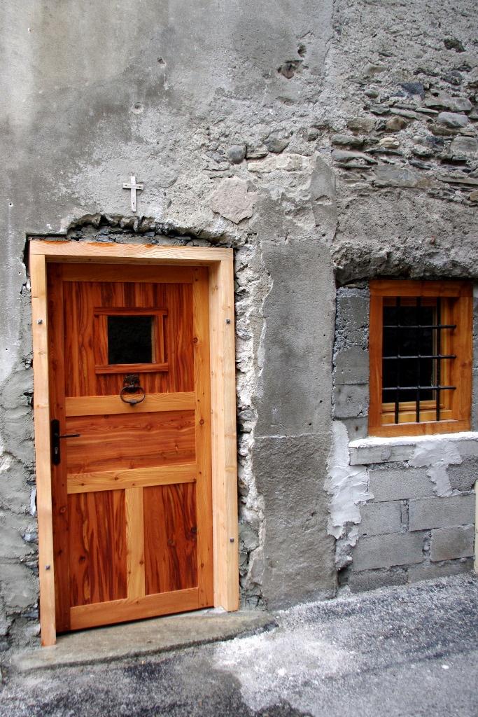 porte d 39 entr e d 39 une vieille maison en m l ze par marc73. Black Bedroom Furniture Sets. Home Design Ideas