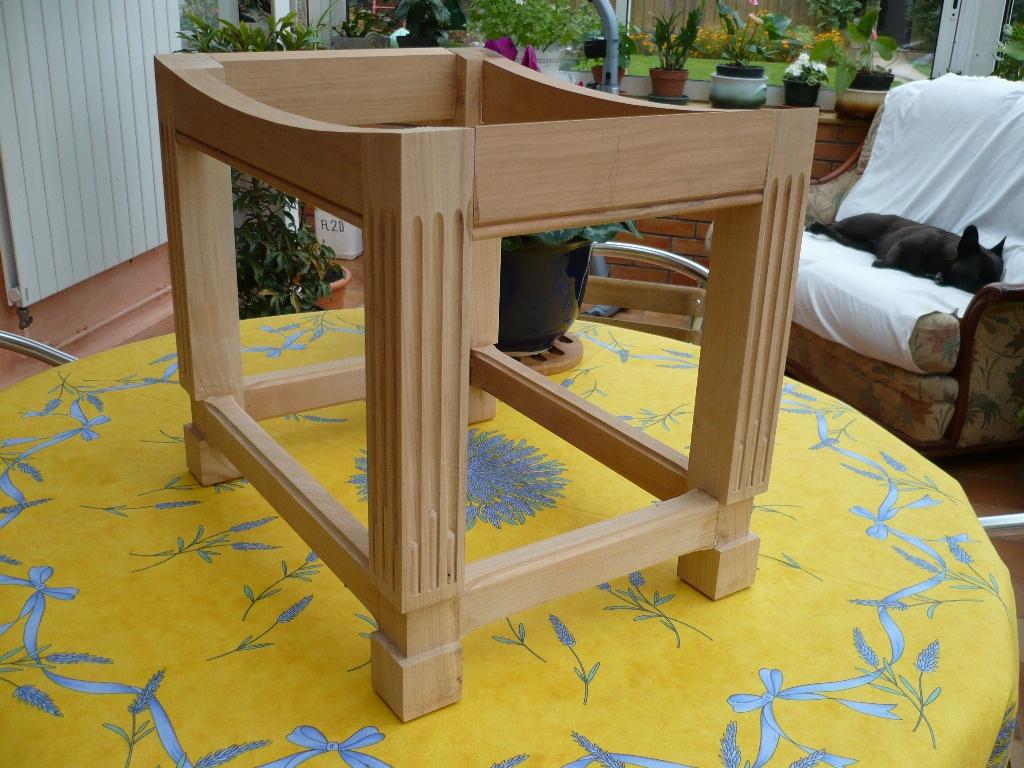 tabouret pour le bureau par racm terroff sur l 39 air du bois. Black Bedroom Furniture Sets. Home Design Ideas