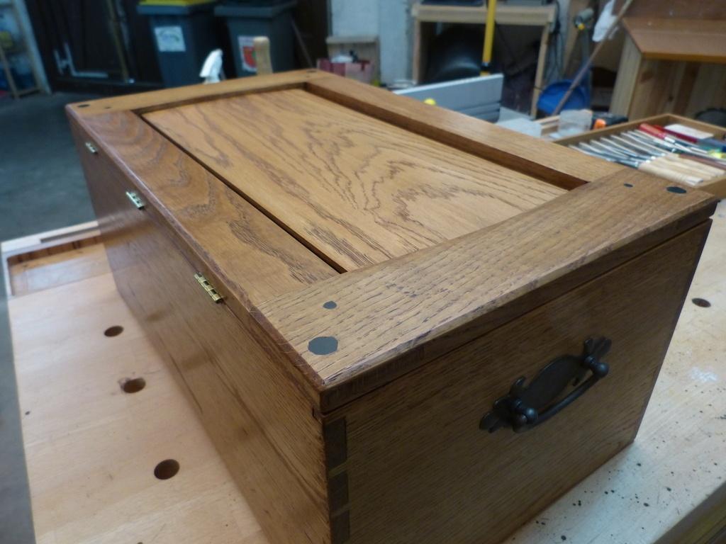 Un coffre outils d 39 beniste par ebenoswoodshop sur l 39 air for Construire un meuble de rangement