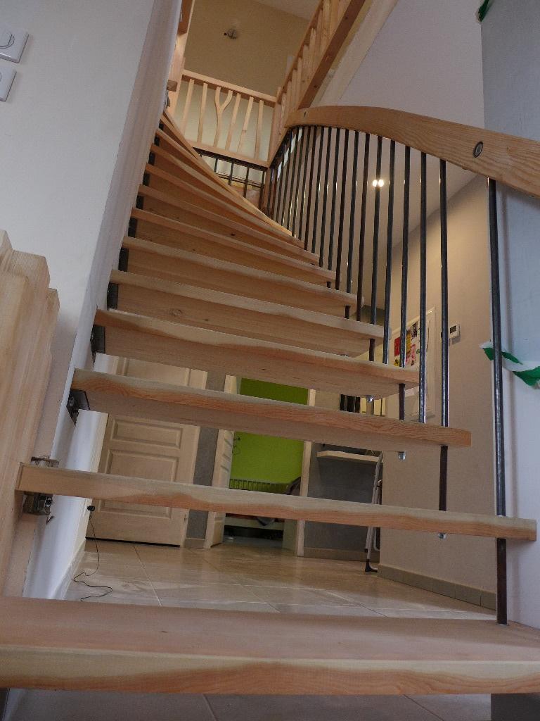 un escalier balanc peu commun par lecopeaudansloeil sur l 39 air du bois. Black Bedroom Furniture Sets. Home Design Ideas