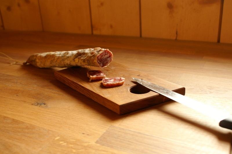 Planche saucisson par zeloko sur l 39 air du bois - Planche a decouper saucisson ...