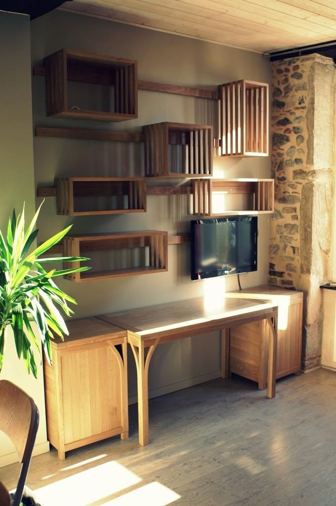 am nagement d 39 un espace bureau avec tag res suspendues. Black Bedroom Furniture Sets. Home Design Ideas
