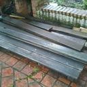 Les restes d'une terrasse en bois exotique agée de 35 ans