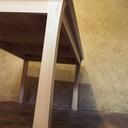 Table aux pieds courbes