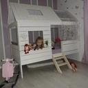 Lit cabane pour la petite....