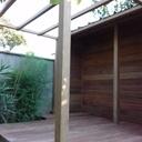 Petite terrasse pergola abris à bois