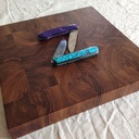 Petite planche à découper en bois debout