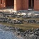 Voyez notre marigot à crocodiles, les hippopotames ont foutu le camp à cause du bruit !