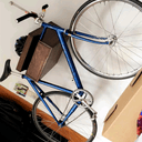 Porte-vélo mural en chêne