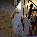 Barrière d'escalier avec verrou à ressort