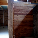 Poteaux d'angles et cloisons en vieux mélèze