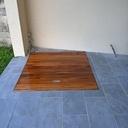 Plancher local piscine intégré en bois exotique