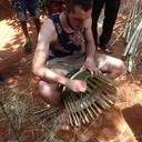 Apprentissage à la fabrication d'un panier au Togo