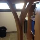 Petite table au pied cintré