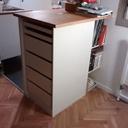 Meuble à tiroirs sur comptoir