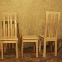 Chaises aux pieds courbes