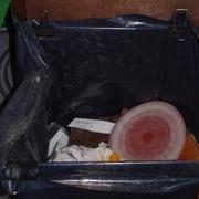 le sac est fixé avec des pinces à clips