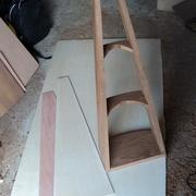 La caisse montée, avec les trapèzes de la table d'harmonie en CP aviation et du dos en CP basique