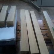 Le bois du piétement raboté