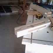 Mortaises réalisés à la défonceuse et aux ciseaux à bois.