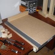 Butée supérieure (première version, en sapin) installée, planche terminée.