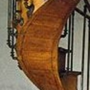 Plafond d escalier courbe  en douelles débillardées massives